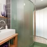 Twin bedroom shower / utility room